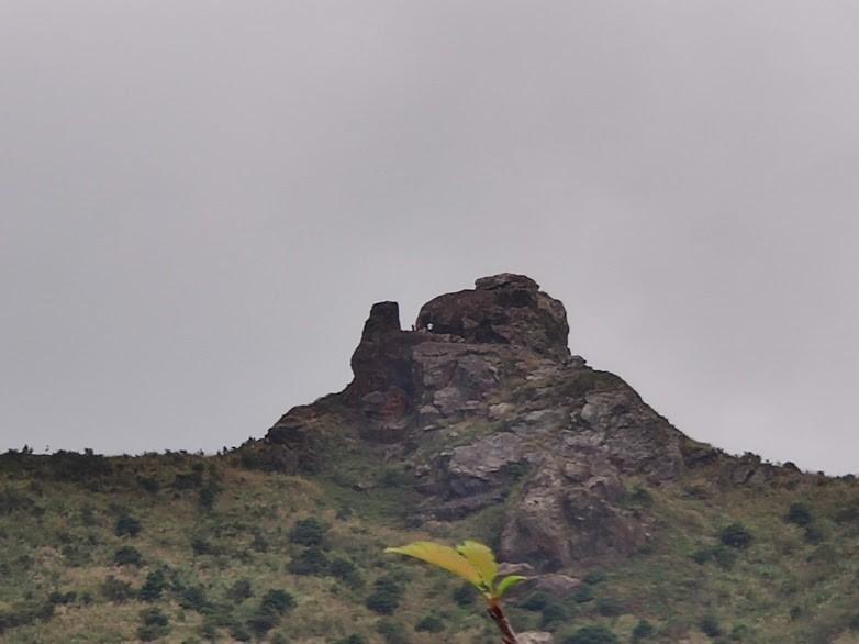 金瓜石景點推薦 | 出了本山五坑,遠方正好面對無耳茶壺山