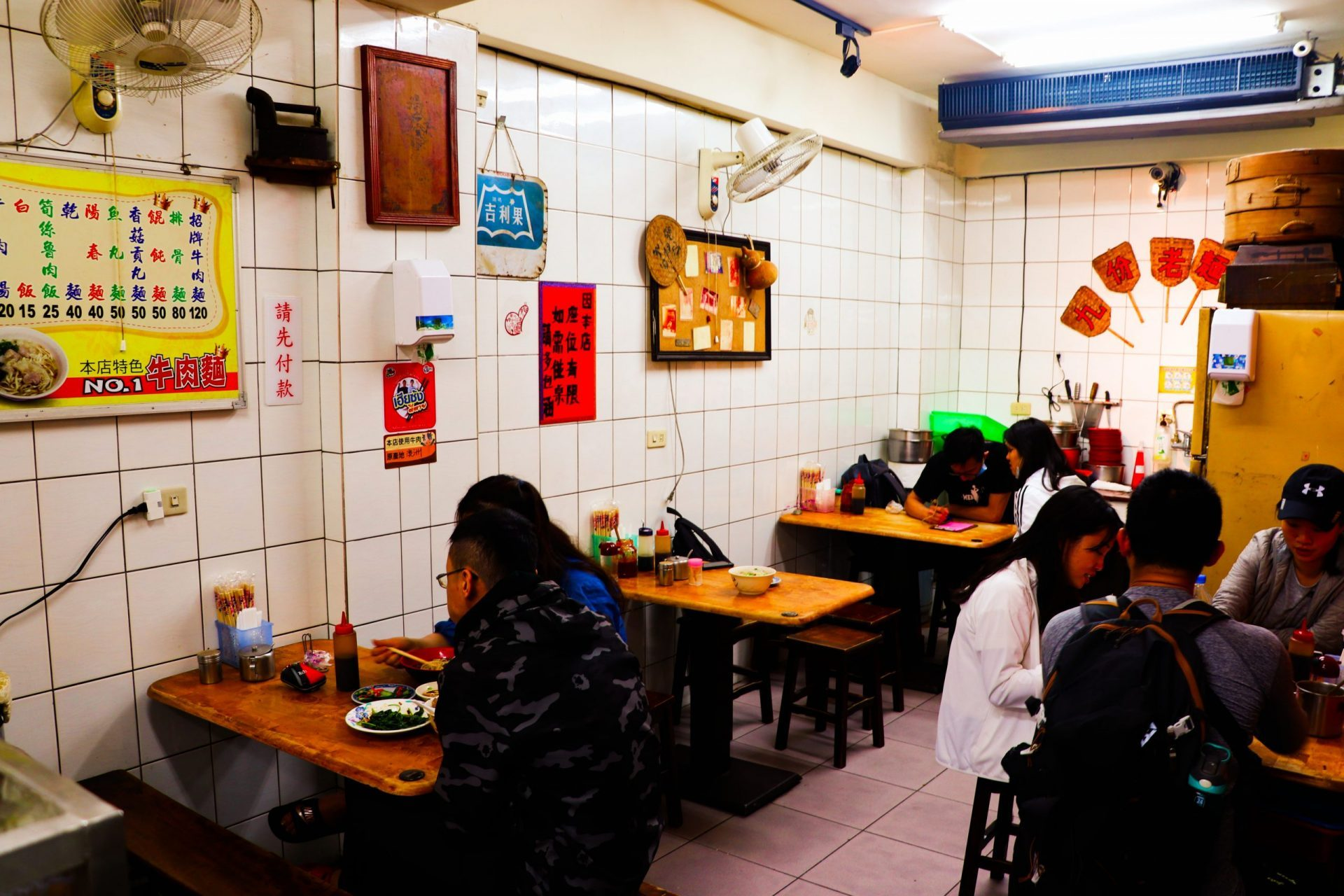 九份老麵店  九份老街必吃 飄香五十年的古早味小吃店《推薦招牌牛肉麵&餛飩麵》